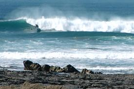 Surf sur la plage à proximité